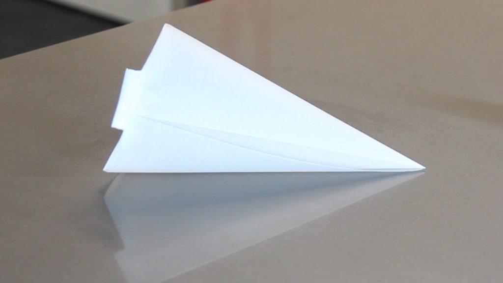 Como hacer una manga o cono de papel para chocolate o - Como hago un cono ...